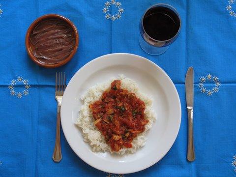 Tuna in tomato sauce bonito y tomate a recipe for a simple tuna in tomato sauce bonito y tomate a recipe for a simple spanish dinner forumfinder Image collections