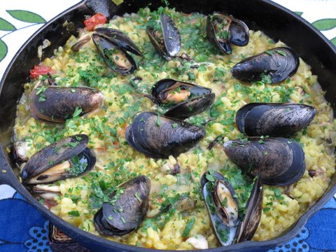 Spanish mussels with rice, arroz con mejillones