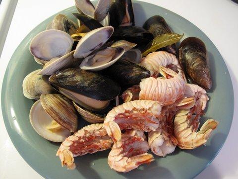 steamed shellfish for seafood paella, paella a la marinera, arroz a la marinera, et cetera