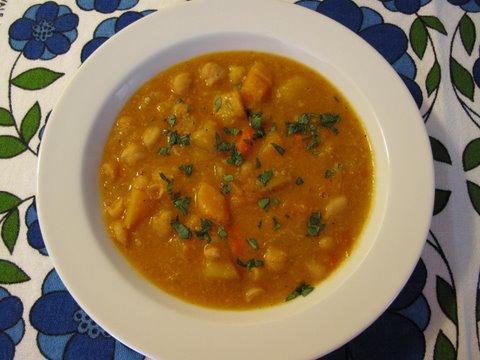 olla gitana: a hearty vegan Spanish stew