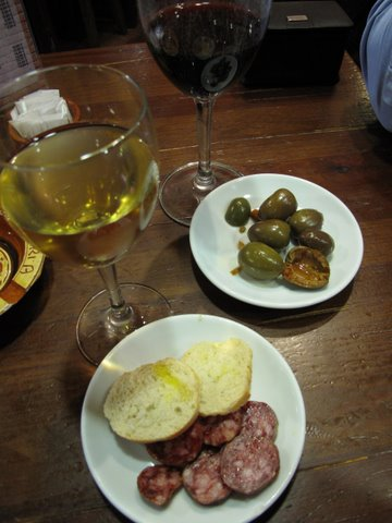 a glass of Cabaña el Abad, a little-known Spanish white wine