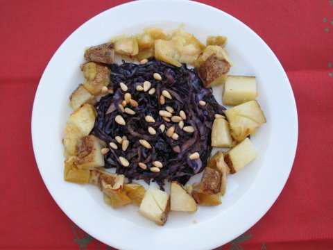 a new version of lombarda San Quintín, red cabbage with apples and potatoes