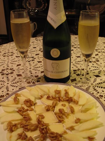 Anna de Codorníu Brut Cava with cheese, nuts, and apples
