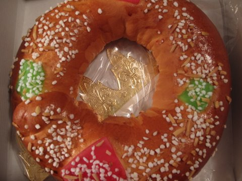A roscón de Reyes from a Spanish grocery store, Ahorramas
