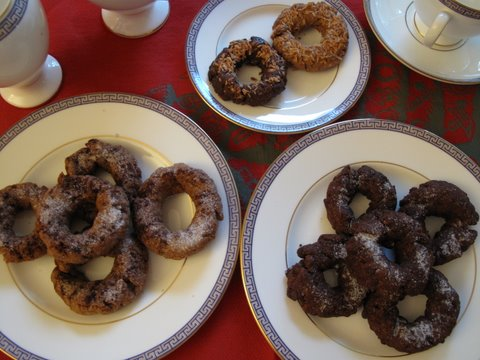 cinnamon and chocolate rosquillas with tea and coffee