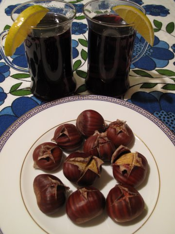 Spanish hot spiced wine, vino caliente, with roasted chestnuts