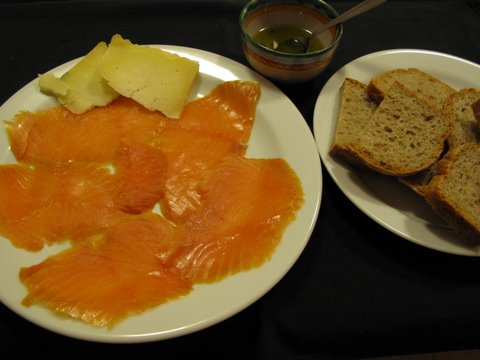 smoked salmon, bread, and olive oil: all you need for a tapa of smoked salmon