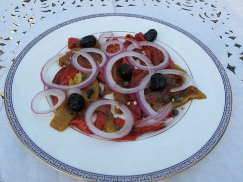 a simple salad of flame roasted peppers, onions, and olives: ensalada de pimientos, cebolla, y aceitunas