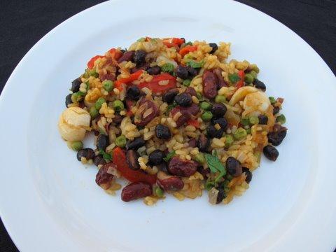 arroz empedrad, arroz empedrado, a colorful bean paella