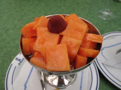papaya con miel: papaya with honey, a classic dessert from the Canary Islands