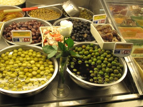 a jar of campo real nueva olives at a Madrid olive stand