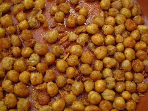 a tapa of garbanzos fritas, fried chickpeas