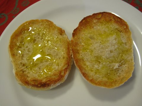 pan con aceite, toast with olive oil