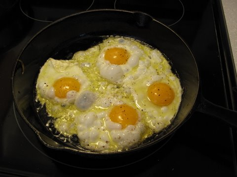 ... Demonstrates the Spanish Way to Fry an Egg - Simple Spanish Food
