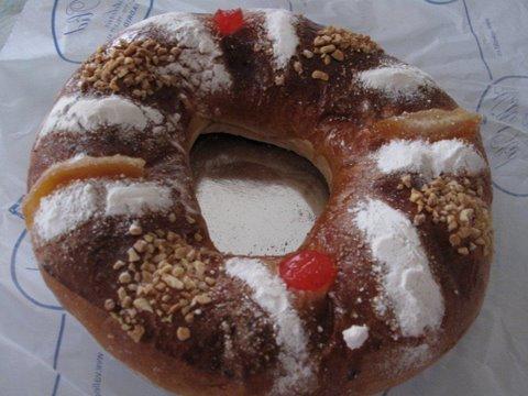 a rosca de reyes, a.k.a. roscón de Reyes, from a Madrid bakery