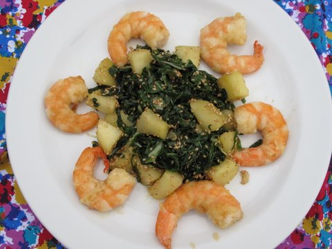 spinach with apples and sesame seeds