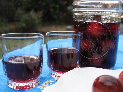guindas o cerezas al licor, cherries in brandy, aguardiente