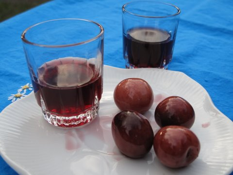 guindas al licor, cherries in brandy